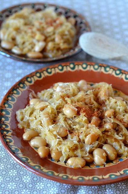 Fasola z kiszoną kapustą, Bean with sauerkraut, боб с кисело зеле на фурна