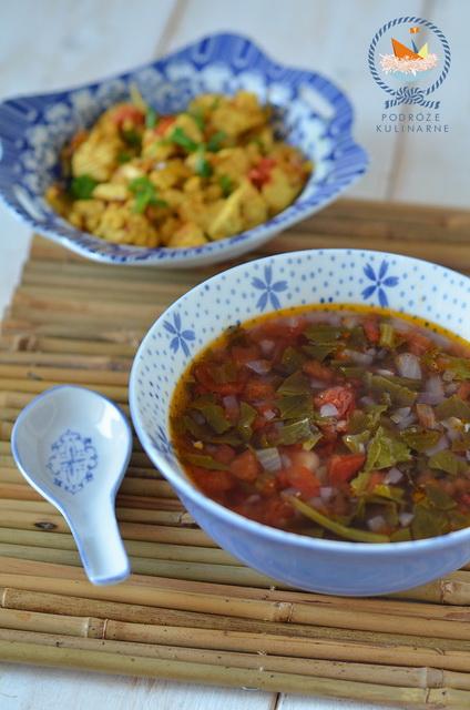 Zupa z gorczycy liściastej i smażone tofu z pomidorami, Green mustard soup and fried tofu with tomato