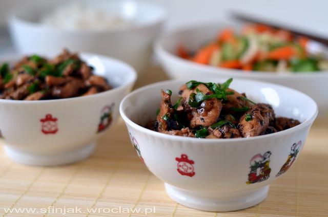 Kurczak z sosem z czarnej fasoli, Chicken with black bean sauce