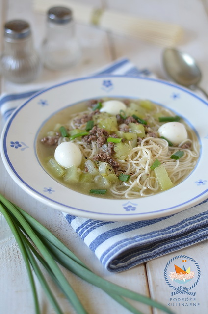 Rosół z cukinią, przepiórczymi jajeczkami i makaronem somen, Misua with ground beef and zucchini soup