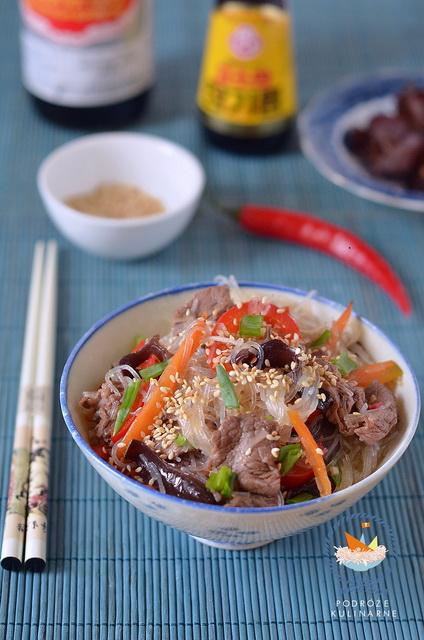 Wermiszel ze smażoną wołowiną i warzywami, Mung bean vermicelli with stir-fried beef and vegetables