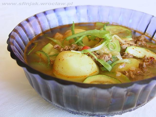 Pikantna zupa z ziemniaków i cukini
