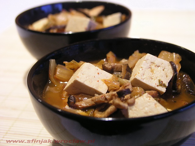 Koreański kapuśniak (Spicy kimchi stew)