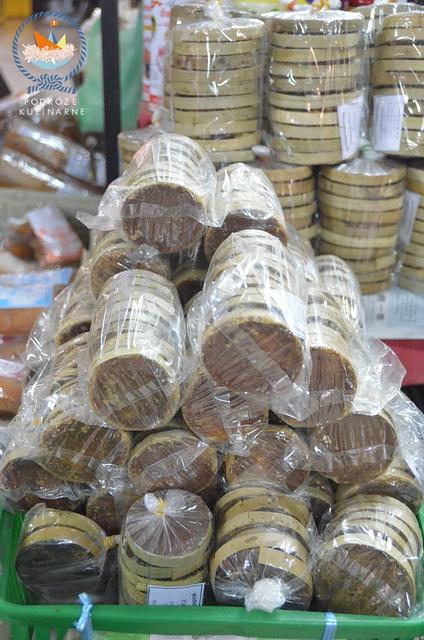 Gula melaka na targu w kota Bahru w Malezji