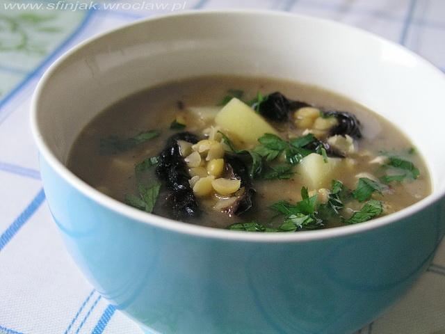 Grochówka z wędzonymi śliwkami, Pea soup with smoked plumus