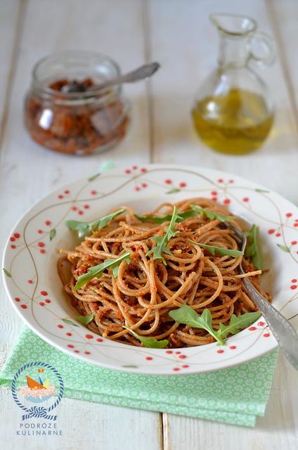 Spaghetti z pesto rosso (czerwonym pesto), Spaghetti with pesto rosso