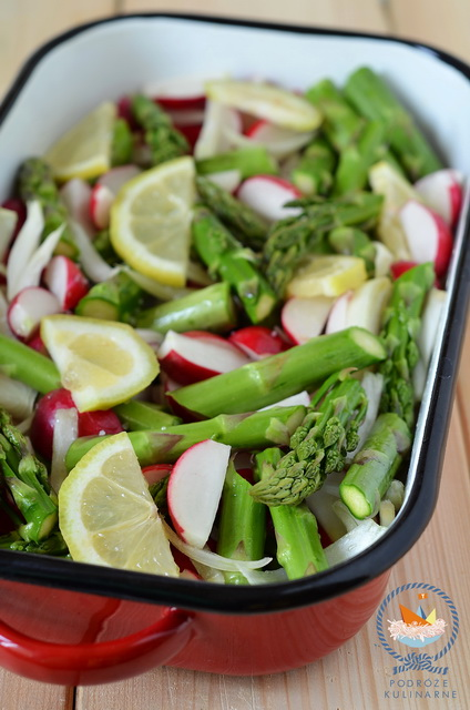 Cytrynowe szparagi i rzodkiewki pieczone z dukkah, Baked lemon asparagus with radishes and dukkah