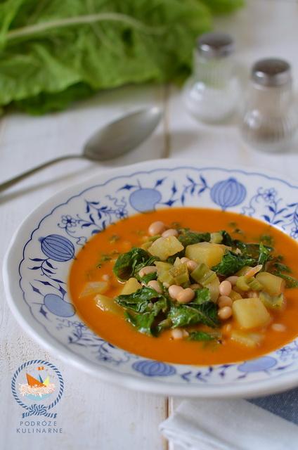 Pikantna zupa pomidorowa z boćwiną, ziemniakami i fasolą, Chard, white bean and potato in chilli, basil and tomato broth